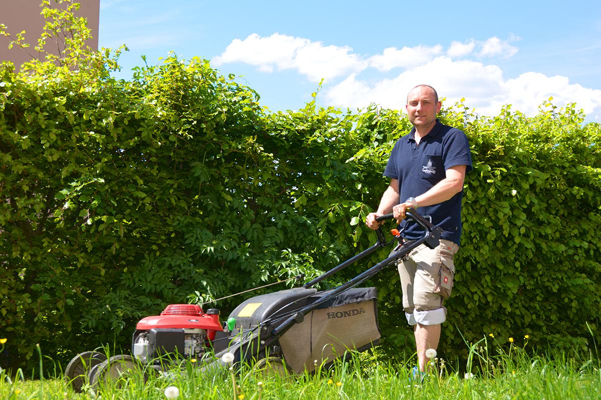 Rasenmähen am Spitzberg